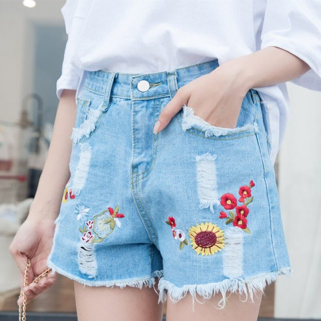 2019 Euro Style Women embroidery Denim Shorts Vintage mid Waist Tassel Jeans Shorts Street Wear Sexy Wide Leg Shorts For Summer