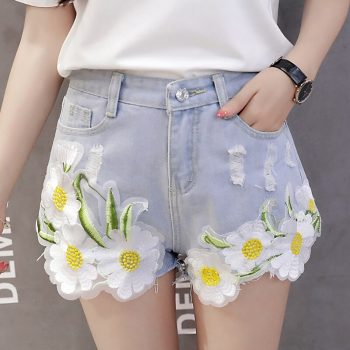 2019 Euro Style Women flower Denim Shorts Vintage mid Waist Tassel Jeans Shorts Street Wear Sexy Wide Leg Shorts For Summer
