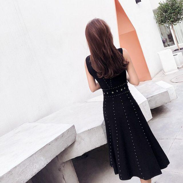 New 2019 Spring Black Sleeveless Knitted Dress Women Luxury Beading Vest Sweater Dress Summer Sexy Backless Party Vestidos