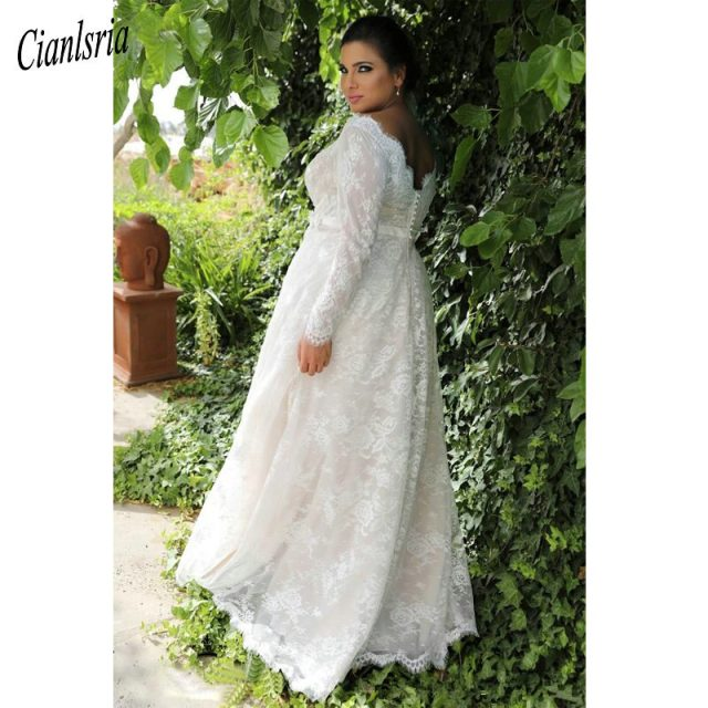 Garden A-line Empire Waist Lace Plus Size Wedding Dress With Long Sleeves Sexy Long Wedding Dress For Plus Size Wedding gowns
