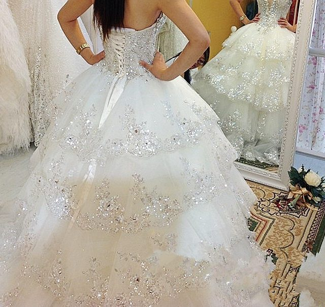 Luxurious Wedding Dresses Ball Gown Sweetheart Fluffy Lace Beaded Crystal Diamond Big Train Bridal Gowns 100% Real Photo QB11M