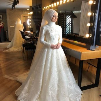 2020 Elegant Off White Islamic Muslim Wedding Dress with Hijab Long Sleeves High Neck Pearls Lace Arabic Bridal Gowns in Dubai