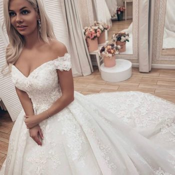 Off The Shoulder Wedding Dress 2020 Puffy Lace Appliques Plus Size Ivory Long Train Church Lawn Vestido De Novia Gowns for Bride